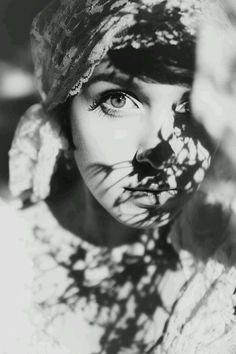 Bellezza femminilità seduzione fashion glamour in Bianco e Nero