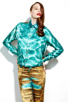 Katie eary. Beautiful color combo with the blue and teal water and the baroque-ish pant. Love the kind of retro lip and hair with it.