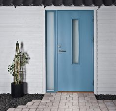 Ytterdörr Arild 115S G08 ljus allmogeblå med sidoljus SL110 och trycke T-Line 2233-16 rostfritt. Entrance Doors, Garage Doors, Front Doors, Shed Homes, Tall Cabinet Storage, Mid Century, Windows, Outdoor Decor, Inspiration