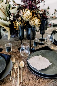 Who knew that dried flower centerpieces and snakeskin tablecloths went so well together? We LOVED putting together this modern and moody editorial at Mr.C's Beverly Hills #beverlyhillswedding #modernwedding Flower Centerpieces, Wedding Centerpieces, Wedding Decor, Edgy Wedding, Wedding Dress, Hotel Wedding Inspiration, Wedding Advice, Intimate Weddings, Event Styling