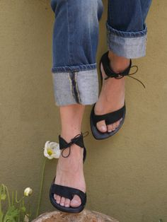 simple leather design. love the tie-up ankle strap and built-in toe ring
