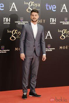 Luis Fernández en los Premios Goya 2013 Luis Fernandez, Types Of Guys, Adam Levine, Tuxedos, Attractive Men, Handsome Boys, Good Movies, Blazer Suit, Sexy Men