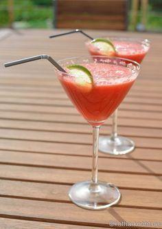 Ein super schneller Sommer Cocktail - Wodka Melone! Und mit diesem einfachen Rezept ist der Drink in 2 Minuten fertig.