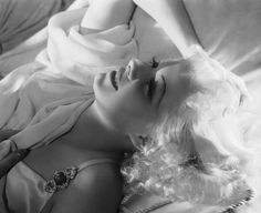 The beautiful Jean Harlow... Oh, how we love old Hollywood glamour!