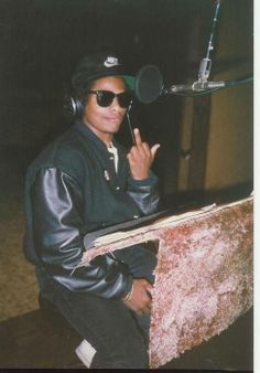 "eazy e. godfather of gangsta rap love this man knowing nothing in life but too be legit don""t quote me bitch cuz i aint said shit! Mode Hip Hop, Hip Hop And R&b, 90s Hip Hop, Hip Hop Rap, Estilo Cholo, Estilo Hip Hop, Gangster Rap, Straight Outta Compton, Love And Hip"