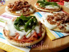 Mini piadine farcite, buonissime e veloci da preparare! Tortillas, Tacos, Recipe For 4, Antipasto, Buffet, Camembert Cheese, Waffles, Sandwiches, Brunch