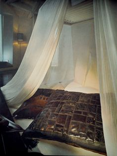 """Prosta, oryginalna aranżacja w duchu bohemy! Zastosowanie- luksusowe wnętrza """"z duszą"""". Bardzo nonszalancka kompozycja! Skórzane dekoracje wykonane z największą precyzją posłużą przez długie lata.  Dostępne tylko w In Situ Decoration, Powsińska 20A Warszawa."""