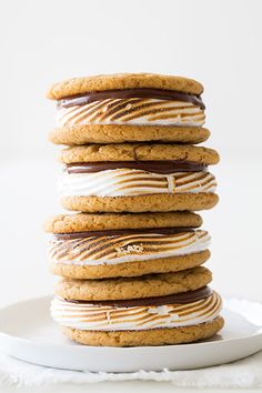 S'mores Cookie Sandwiches with graham flour & marshmallow frosting -- by Cooking Classy ~ Fun summer cookies! Slow Cooker Desserts, Donuts, Just Desserts, Delicious Desserts, Yummy Food, Yummy Treats, Sweet Treats, Smores Dessert, Smores Cookies