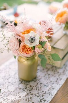Vintage centerpiece. Photo by Ruth Eileen. Gorgeous for the wedding reception <3 #centrepiece #wedding #vintage repinned by @Theresa Austgen Vintage Weddings