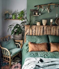 Image may contain: Interior - Schlafzimmer - Design Rattan Furniture Furniture, Interior, Home Bedroom, Bedroom Green, Home Decor, House Interior, Home Deco, Room Decor, Bedroom Decor