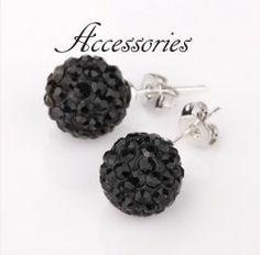 Gyönyörűen csillogó fekete shamballa kristályos fülbevaló. Átmérője: 10 mm