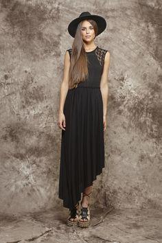 Vestido largo negro con tirantes de encaje - 145,00€ : Zaitegui - Moda y ropa de marca para señora en Encartaciones