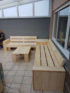 Cinder Block Furniture, Pallet Patio Furniture, Garden Furniture, Wooden Garden Benches, Garden Seating, Homemade Couch, Garden Sofa, Backyard Garden Design, Diy Patio