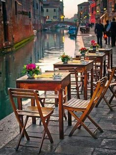 Venice Italy #irresistiblyitalian - we also ate dinner on cute tables similar to this!!
