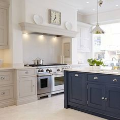 Tom Howley's New London Showroom - Pure Stone Tiles Open Plan Kitchen Living Room, Home Decor Kitchen, Country Kitchen, Kitchen Interior, New Kitchen, Home Kitchens, Kitchen Design, Shaker Kitchen, Open Kitchen Cabinets