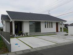 Modern House Facades, Japanese House, Facade House, Arch, Garage Doors, Indoor, House Design, Interior, Outdoor Decor