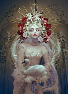 Fantasy Queens by Natalie Shau - Beauty in Wonderland by WHYTT Magazine - Be artist Be art♥🌸♥ Art And Illustration, Floral Illustrations, Inspiration Art, Art Inspo, Character Inspiration, Fantasy Kunst, Fantasy Art, Wonderland, Illustrator