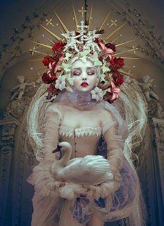 Fantasy Queens by Natalie Shau - Beauty in Wonderland by WHYTT Magazine - Be artist Be art♥🌸♥ Art And Illustration, Floral Illustrations, Wonderland, Pop Surrealism, Belle Photo, Dark Art, Oeuvre D'art, Art Inspo, Character Inspiration