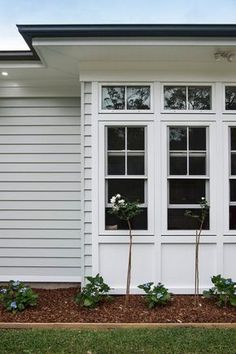 Love the coastal look? Scyon Linea weatherboards allow you to create a classic weatherboard look without the maintenance. Love the coastal look? Scyon Linea weatherboards allow you to create a classic weatherboard look without the maintenance. Exterior Design, House Exterior, Weatherboard House, Interior And Exterior, House Paint Exterior, House Painting, New Homes, House Designs Exterior, Exterior House Colors