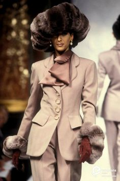 Image from object titled 'Christian Dior, Autumn-Winter Couture' 90s Fashion, World Of Fashion, Fashion Models, High Fashion, Vintage Fashion, Runway Fashion, Christian Dior Designer, Christian Dior Vintage, Yves Saint Laurent
