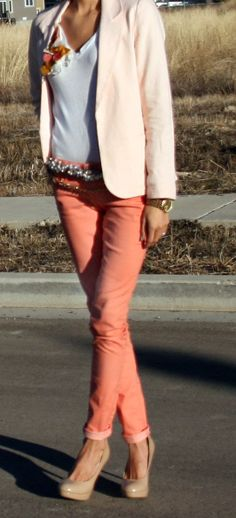 just bought coral jeans :) Spring Summer Fashion, Spring Outfits, Summer Outfit, Colored Skinny Jeans, Colored Denim, Peach Blazer, Coral Pants, Afro, Weekend Wear