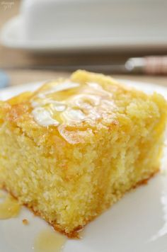 Homemade sweet cornbread that is moist and goes perfectly with instant pot chili, chicken noodle soup, or taco soup. It's not a southern cornbread recipe, this is northern sweet cornbread at its finest! It's the best cornbread recipe ever! Buttery Cornbread Recipe, Moist Cornbread, Jiffy Cornbread Recipes, Homemade Cornbread, Roll Ups Recipes, Punch Recipes, Cake Recipes, Sweets, Recipes