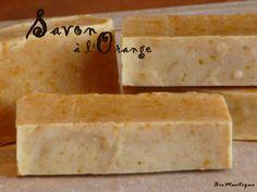 C 'est repartis ! Depuis que j'ai découvert les savons home made chez Cristine, je ne peux plus m'arrêter, et encore beaucoup d'idées...! En prévisions des commandes de Noël, des savons à l'orange ! Recette : 130 gr HV olive (52%) 70 gr HV coco (28%)... Diy Savon, Soap Bubbles, Cold Process Soap, Soap Recipes, Orange, Soap Making, Diy Beauty, Bath And Body, Coconut Oil