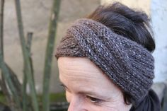 """Learn how to knit (diy) a woolen """"head-band"""" but also the basic techniques of knitting with Rhino Source by Turban Crochet, Knitted Headband, Knitted Hats, Headband Wrap, Headband Laine, Sewing Headbands, Head Band, Diy Tops, Box Braids Hairstyles"""