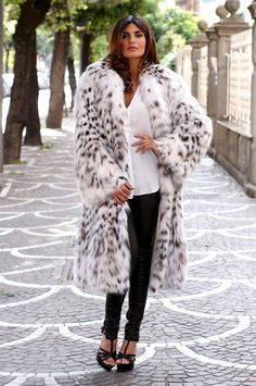Lynx Coat with whole skins. Made in Italy. Skins Quality: First Quality; Color: Black – White; Collar: Rever; Lining: 100% Satin; Lining Color: Monocolor; Length: 115 cm.