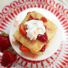 How to Make Old-Fashioned Strawberry Shortcakes Grandma had it right all along. Make this classic dessert for a refreshing treat when strawberries are in season. Get the Recipe: Old-Fashioned Strawberry Shortcakes Strawberry Shortcake Recipes, Strawberry Cake Recipes, Strawberry Bread, Strawberry Fields, Mini Cakes, Cupcake Cakes, Cupcakes, Just Desserts, Dessert Recipes