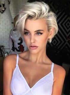 Looking for latest pixie haircuts for short hair? In this post we have compiled our latest pixie haircuts for short blonde haircuts to give bold and sexy hair looks. – Hair Styles - All For Little Girl Hair Blonde Pixie Haircut, Pixie Haircut Styles, Short Blonde Haircuts, Curly Hair Styles, Short Blonde Curly Hair, Haircut Short, Makeup For Short Hair, Hairstyle Short, Women Pixie Haircut