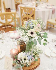 どうぞ参考にしてください♡今週見つけたおしゃれな【ゲストテーブル装花】8選vol.8 | marry[マリー] Wedding Table Deco, Wedding Reception, Our Wedding, Wedding Mint Green, Rustic Theme, Table Flowers, Types Of Flowers, Just Married, Spring Wedding