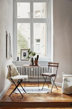 Cosy nook with minimalistic furniture & styling