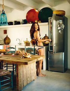 The magical bohemian house of Eugenia Silva on Formentera Interior Design Kitchen, Interior Design Living Room, Living Room Decor, Kitchen Decor, Bohemian House, Bohemian Style, Interiors Magazine, Small Room Bedroom, Menorca