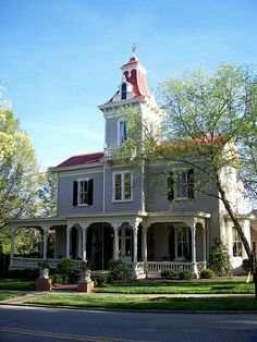 100s of Victorian Homes http://pinterest.com/njestates/victorian-homes/ … Thanks to http://www.NJEstates.net/