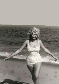Marilyn Monroe photographed by Sam Shaw at Amagansett, 1957.