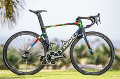 Tinkoff reveals Sagan's custom-painted Specialized S-Works Venge, and as we'd expect, the colors are just as wild as the world champ.
