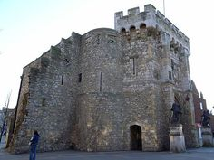Although Southampton was ruthlessly bombed during the last war, some ancient relics survived, including the famous Bargate, which once served as the main gateway to the city at the northern end.