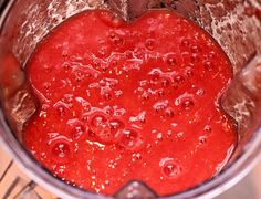 How to Can Simple Tomato Sauce from Fresh Tomatoes and Peppers - Ask a Prepper Fresh Tomato Sauce Recipe, How To Make Tomato Sauce, Easy Tomato Sauce, Homemade Tomato Sauce, Recipe Using Tomatoes, Vitamix Tomato Soup, Sauce Recipes, Cooking Recipes, Vegetarian Recipes