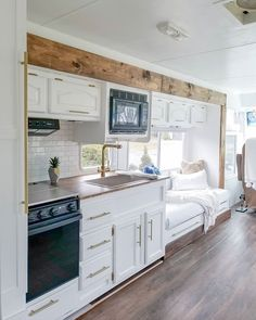 rv remodel before and after . rv remodel on a budget . rv remodel before and after rv makeover . rv remodel before and after wheels . rv remodel on a budget camper trailers Motorhome Vintage, Kombi Motorhome, Vintage Campers, Vintage Airstream, Vintage Caravans, Vintage Trailers, Campervan, Tiny House Living, Rv Living