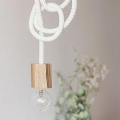 Lampa lina od Bee Design, kable w oplocie, lampa wisząca do sypialni