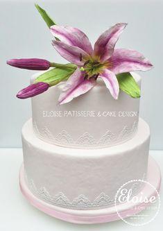 Wedding cake with a beautiful big sugar art flower lily. Barbie Dolls Diy, Diy Doll, Lily Cake, Sugar Art, Wedding Cakes, Flowers, Desserts, Beautiful, Wedding Gown Cakes