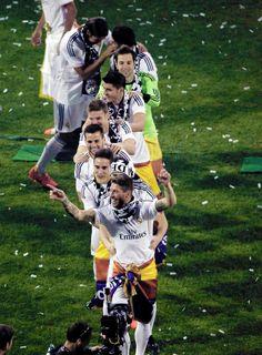 Conga line headed by Sergio Ramos at the Bernabeu | 25-05-14