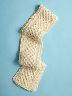 Free cable scarf pattern.