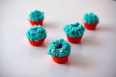 Mini Monster Eyeball Cupcakes DIY