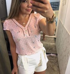 Trendy Tops, Casual Tops, Casual Chic, Modelos Fashion, Dress Attire, Moda Chic, Blouse Models, Christian Clothing, Casual Winter Outfits