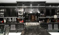 Luxusní a velice extravagantní kuchyně v černém provedení od italské firmy Arca. Vice na: http://www.saloncardinal.com/arca-3bb