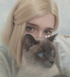 Two things, that cat is adorable and I love the color of her hair ❤ Ft Tumblr, Tumblr Girls, Pretty People, Beautiful People, Elle Fanning, Foto Pose, Kawaii Girl, Aesthetic Girl, Gothic Aesthetic