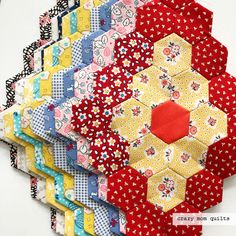 Hexie blocks for scrap quilt from crazy mom quilts Hexagon Quilt Pattern, Hexagon Patchwork, Quilt Block Patterns, Quilt Blocks, Quilting Projects, Sewing Projects, Quilt Inspiration, Crazy Mom, Paper Piecing Patterns
