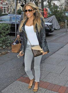 Fashion-Looks: Ihre It-Bag von Louis Vuitton wird an diesem Tag nur von einem Accessoire überschattet: Sylvies eindrucksvoller Urlaubsbräune.